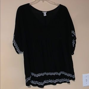 Forever 21 black top with white Aztec design